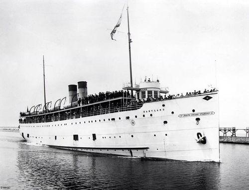 SS Eastland in 1915