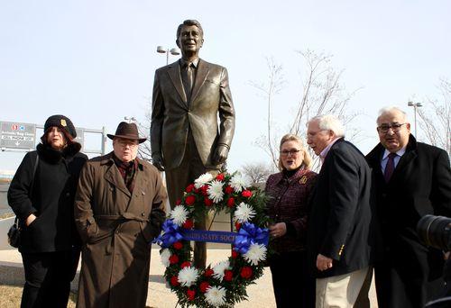 Wreath for President Reagan at Reagan National Airport